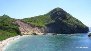 母島南崎海岸と小富士.