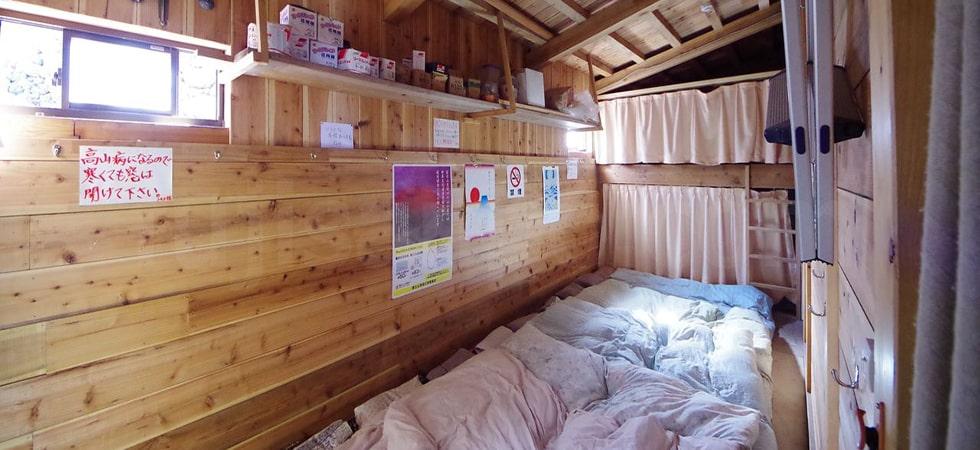 山小屋の仮眠場所です。