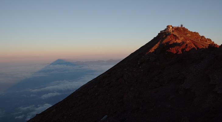 山頂お鉢・三島岳より
