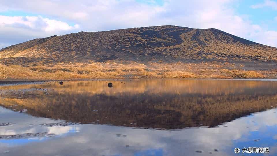 幻の湖と逆さ三原山