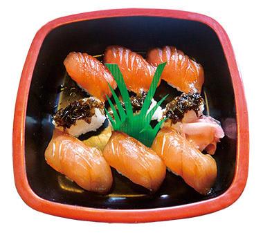 【八丈島】 あそこ寿司 島の白身の魚を醤油漬けにして、岩のりの寿司とセットにして、ワサビの代わりにカラシで食べる寿司。(要予約) 吸い物(飛び魚のすり身と岩のり)付き。