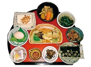 【伊豆大島】ブランブルー 和(なごみ) 島の食材を中心とした体にやさしい料理。普段あまり食べることができない、烏骨鶏の玉子、こだわりの島豆腐が絶品。