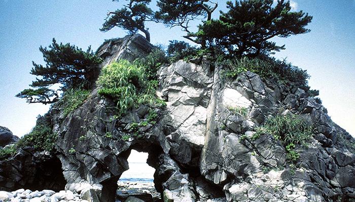 【神津島】ぶっとおし岩