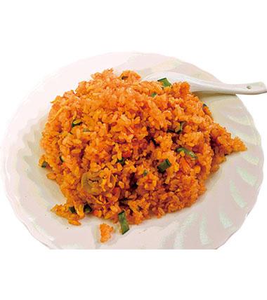 【三宅島】 中華料理 ココナッツガーデン ニンニク、豆板醤を味のベースに、島とうがらしの辛さと風味をプラスしています。辛さは好みで変えられるので、辛い物好きには、たまらない味に。