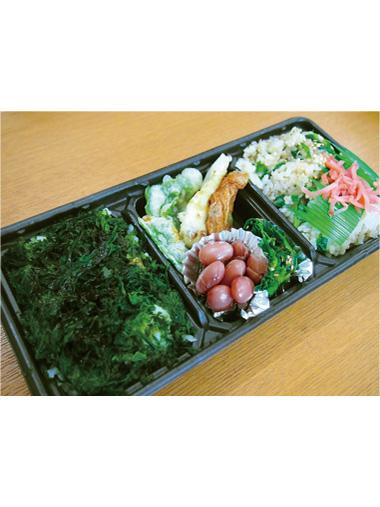 【式根島】 池村商店 磯のりご飯と、島唐辛子のかくし味を効かせたご飯の2種類が楽しめるお弁当。
