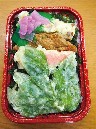 【式根島】 池村商店 磯のりたっぷりのご飯にタタキ揚げ、明日葉の天ぷらなどを乗せました。