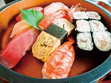 【三宅島】 割烹 いけ吉 お店では、煮魚、焼き魚も提供していますが、生の魚を味わいたい時に食べたくなる握り寿司。