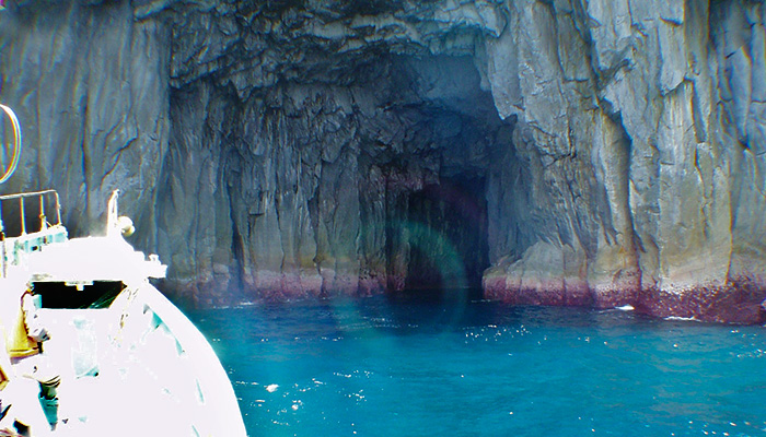 【神津島】青の洞窟(鏡穴)