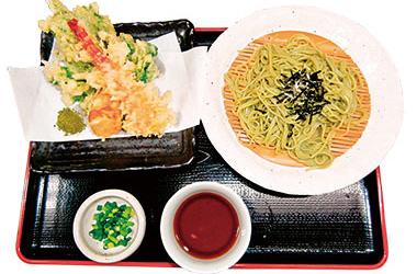 【八丈島】 富士久 厨(くりや) 島ずしは、マグロや旬の魚を漬けにし、ワサビではなく、カラシをつけて食べます。更に、酢飯の酢の調合にもこだわり、にぎりもふんわり、絶妙な味わい。