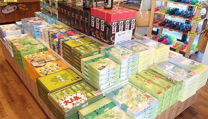 【神津島】丸島みやげ店 人気の神津島焼酎「盛若」も置いてあります。