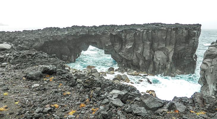 【三宅島】めがね岩