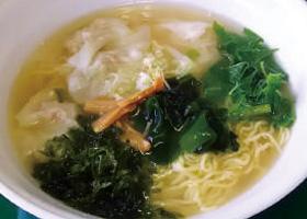 【伊豆大島】もとまちや 自家製手作りワンタンと季節の島野菜、島海苔、椿油がこだわりの味です。