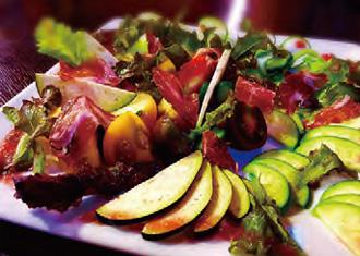 【三宅島】 Island style 飲み屋リターノ 店主のご両親が営む菊地農園の野菜をふんだんに使ったサラダ。 その日に収穫した、島育ちの活き活きとした野菜をその日のうちに提供しています。