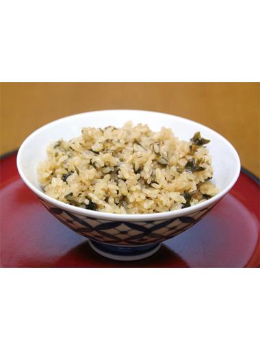 【三宅島】 宿泊&ダイビング オーシャンクラブNumber3 醤油とお米に磯で採れたはんばのりをあわせ炊き上げた、磯の香り立つごはんです。