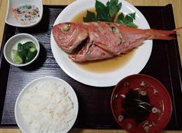【伊豆大島】お食事処 おともだち 大島近海産の金目鯛を使った定食です。
