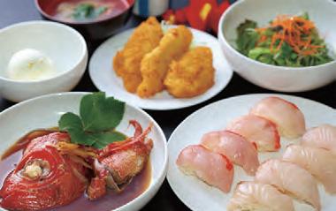 【伊豆大島】島の大海・大島 ファミリーレストランBIG 金目鯛、目鯛の握りを中心に、フライ、兜煮、あら汁、野菜サラダ、デザートが付いたボリューム満点のメニューです。