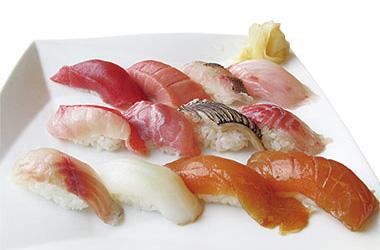 【伊豆大島】海鮮茶屋 寿し光 島で一度は味わいたいべっこう、マグロや他の新鮮な地魚を握りにして提供。