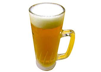 【八丈島】 お食事処 とみちゃん 八丈島産のパッションジュースを生ビールとブレンドしました。  ビールの苦手な方にも飲みやすく仕上げています。 季節により、生のパッションフルーツを使用しています。