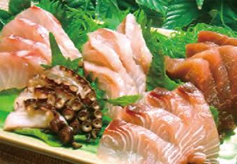 【八丈島】 魚八亭 旬の地魚を手際よく盛り付けて提供してくれます。その季節の島の味を楽しめる贅沢なお刺身です。