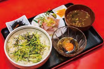 【父島】波食波食(ぱくぱく) 島魚を秘伝のタレにつけて食べるご当地メニューです。 豪快にご飯の上にかけて食べるのもおいしいです。