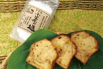 【父島】Mermaid Café 小笠原の塩を加えた自家製キャラメルクリームを生地に練りこみ、パウンドケーキに焼き上げました。