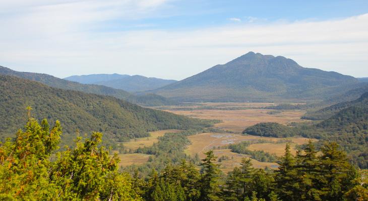 至仏山 山頂から尾瀬ヶ原をのぞむ